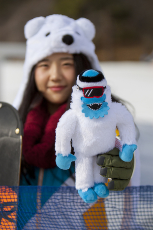 Yeti-Doll-with-Girl-White-W