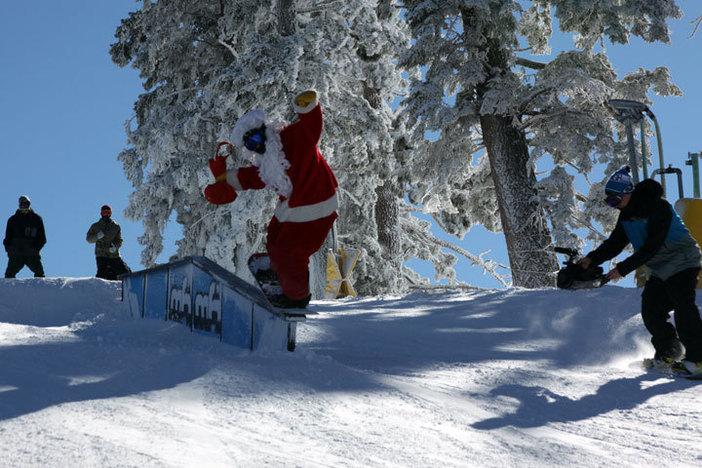 Santa getting his Christmas jib on.