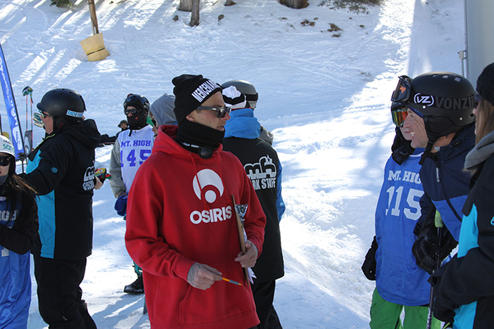 Team rider and guest judge Cory Cronk giving out some style advice to competitors.