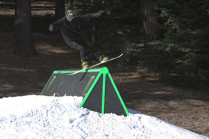 Nick Guinn getting blunted on the Doghouse.