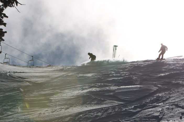 Carving up the powder on Vertigo.