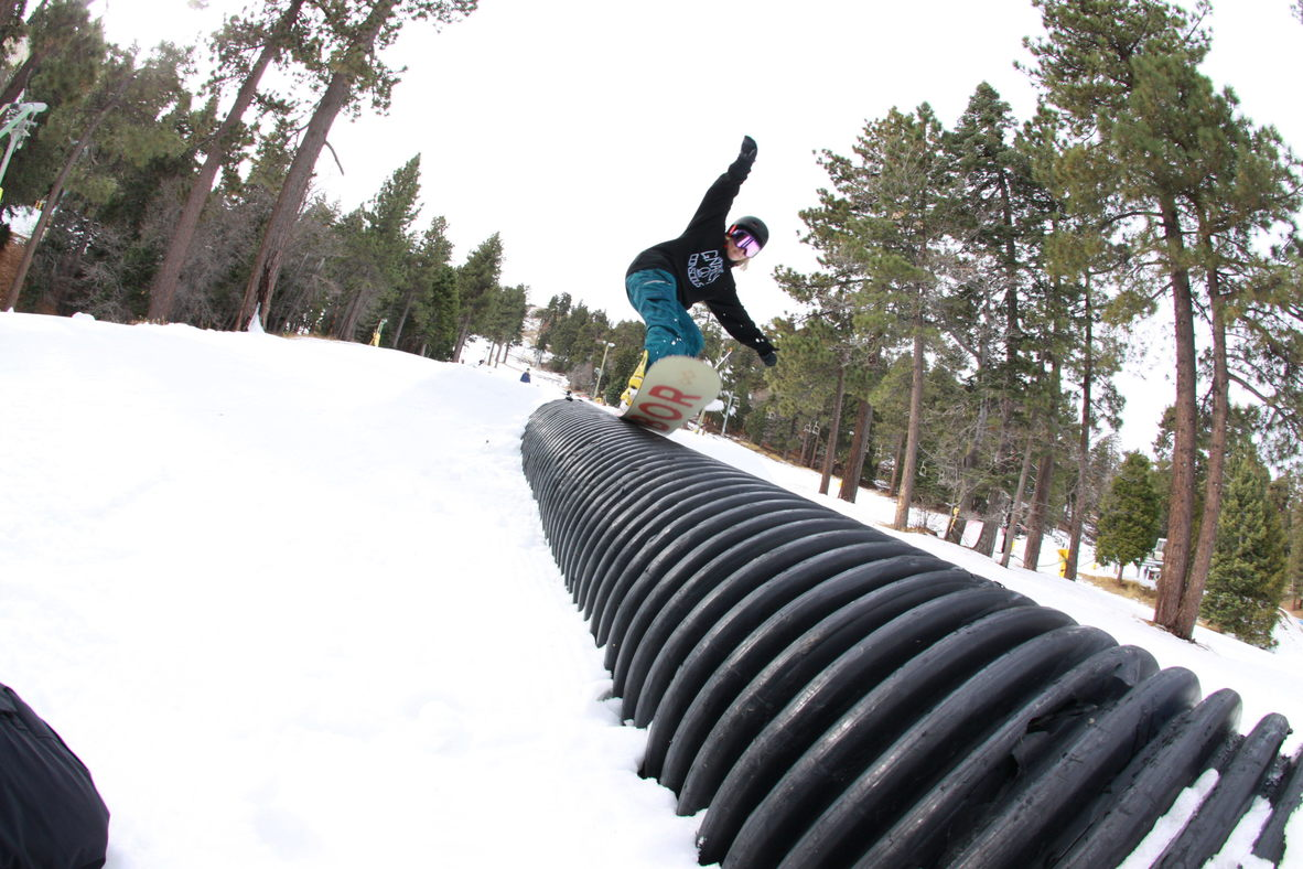 Tail press on the corrugated tube.