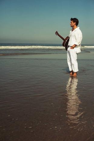 photo-solo-acoustic-matt-clark (fullsize)